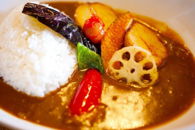 【教えてもらう前と後】あめ色玉ねぎを時短!市販のルーで作る本格カレーレシピ『インド風チキンカレー』『高級ホテル風カレー』