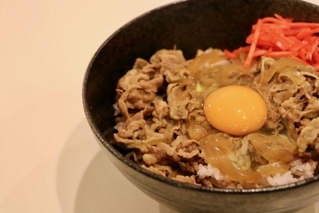 【グっとラック】ギャル曽根『プチッと鍋』アレンジレシピ|坦々ごま牛丼・ホワイトソースのパングラタン・肉汁たっぷり小籠包