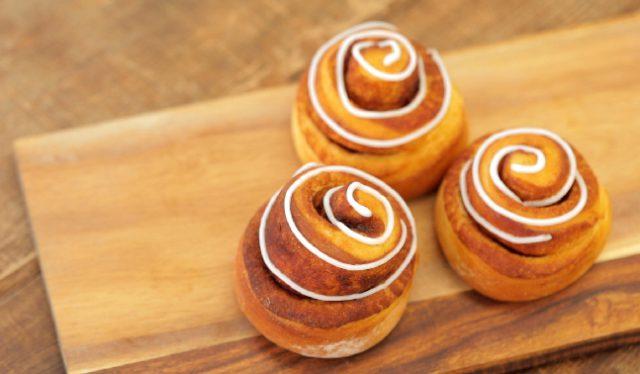 【土曜は何する】30分で作れる魔法のパンレシピまとめ|チーズフォンデュちぎりパン・シナモンロール・メロンパン