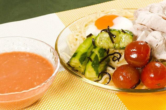 【家事ヤロウ】城崎仁『トマト冷やしつけ麺』レシピ|トマトジュースで作る激ウマつけ麺