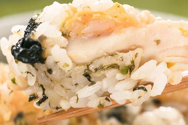 【家事ヤロウ】ファミチキ炊き込みご飯のレシピ|コンビニホットスナックアレンジレシピ