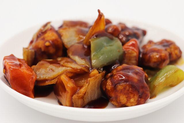 【ラヴィット】黒酢酢豚風チキンのレシピ|コンビニ食材アレンジレシピをミシュランシェフが教える