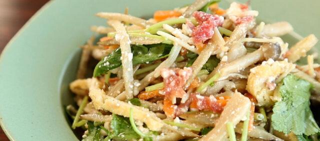 【土曜は何する】Atsushiのベジたんサラダ『根菜とキノコの梅チーズサラダ』のレシピ 蒸し暑い夏のむくみを改善