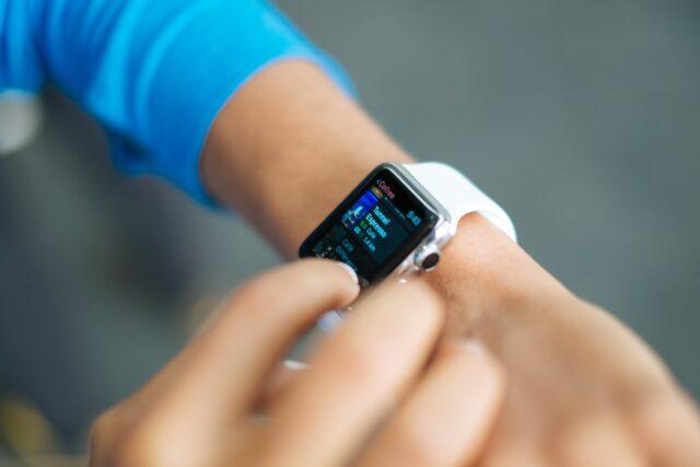 【初耳学】スマートウォッチの便利機能まとめ|おすすめ機種やアプリも紹介